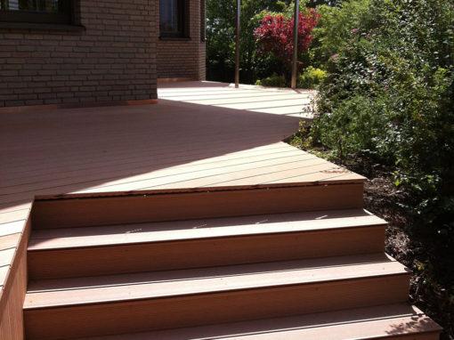 Terrasse mit Stufen