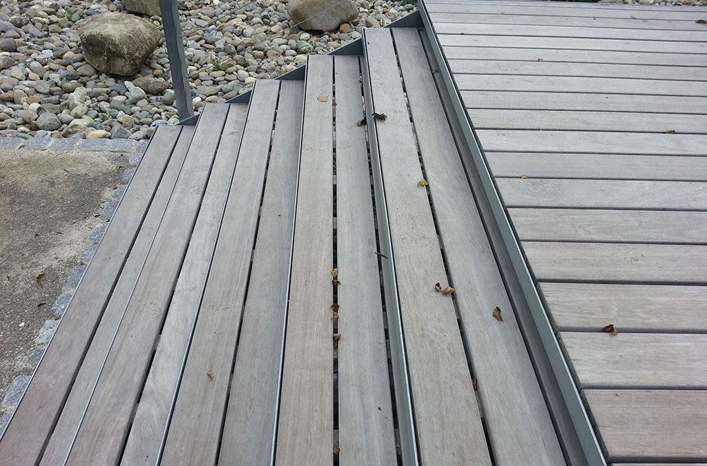 Holzstufen Terrasse