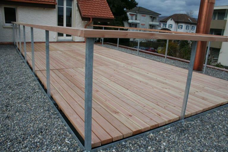 Terrasse mit Geländer
